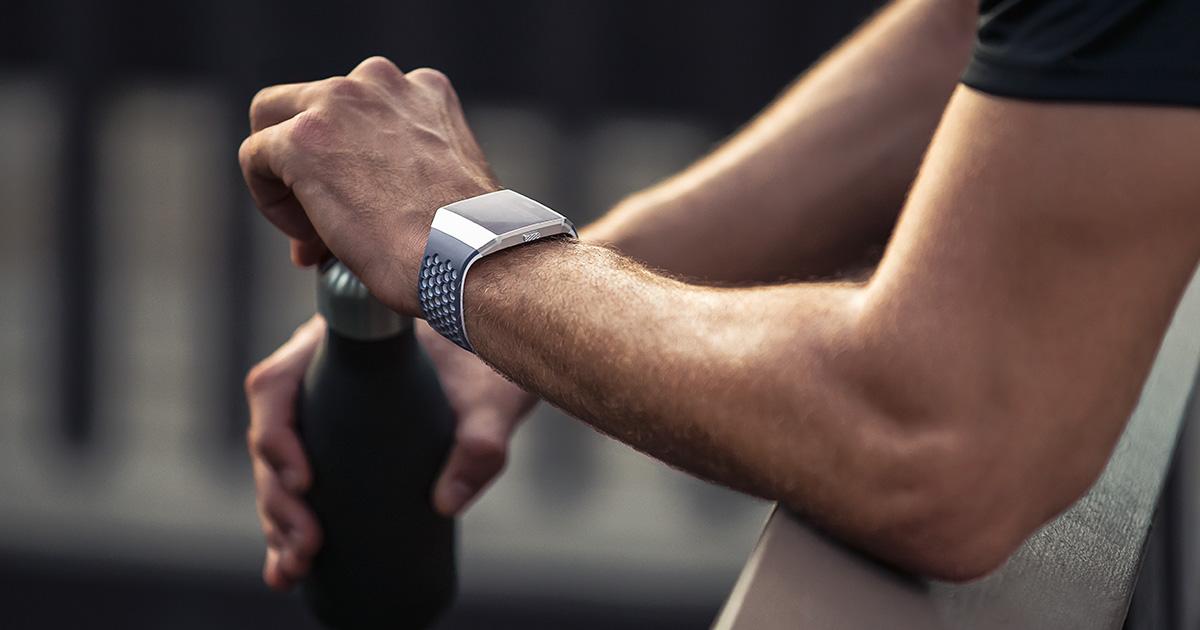 a3605346aede Smartwatch deportivo Fitbit Ionic  edición adidas